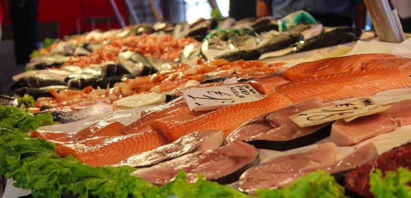 mostrador de pescados azules