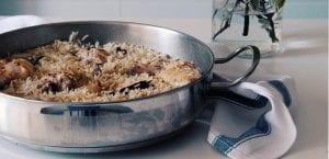 Pollo con cebolla caramelizada y arroz al cadamomo