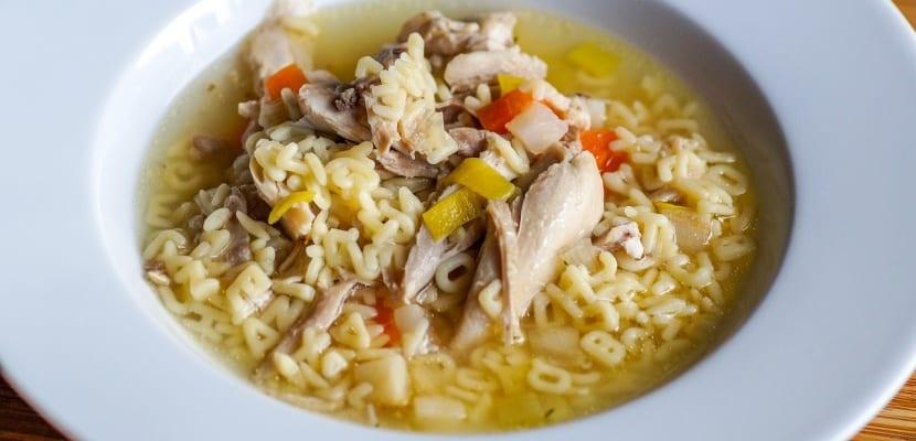 sopa de pollo y letras