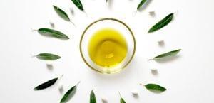 aceite de oliva en bol de cristal