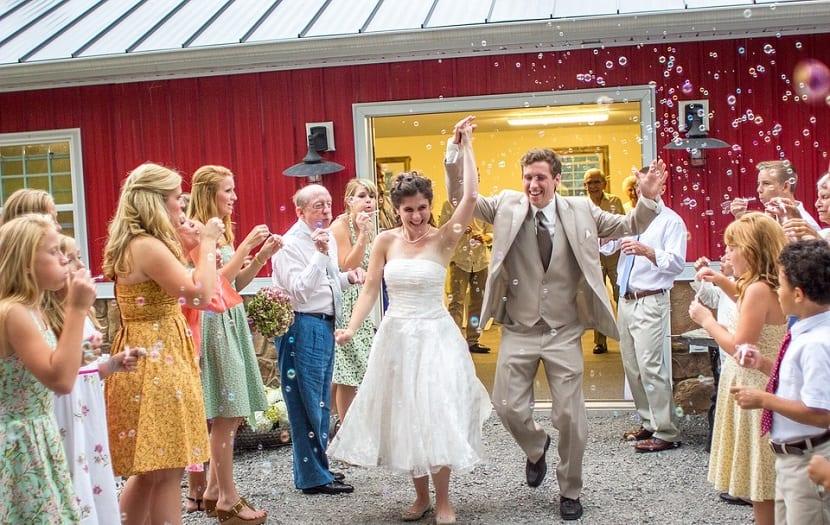 Burbujas de jabón en bodas