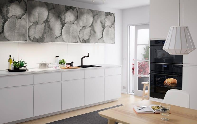 Cocina de Ikea moderna en blanco