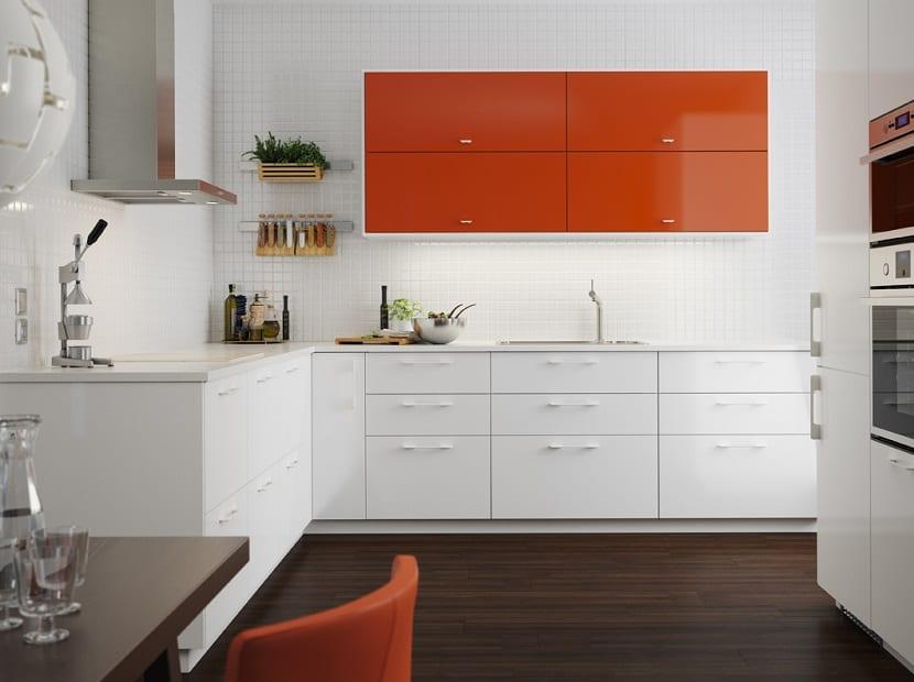 Cocina de Ikea en color naranja