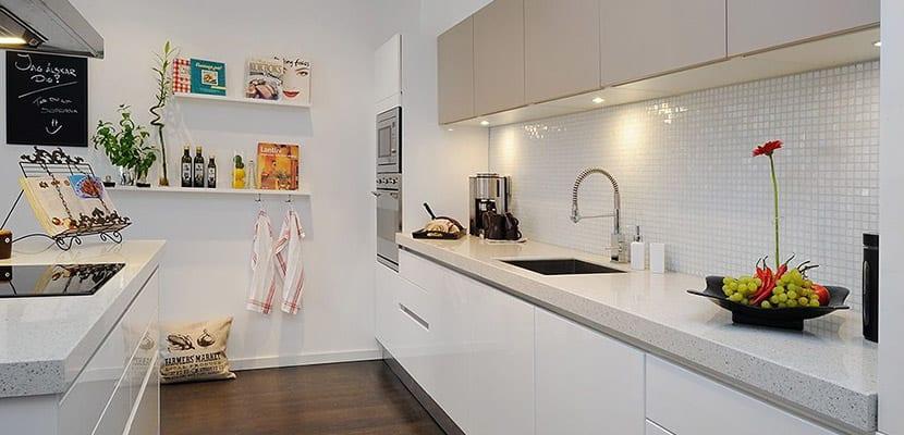 Cocinas blancas para el hogar todo un acierto for Cocinas blancas pequenas