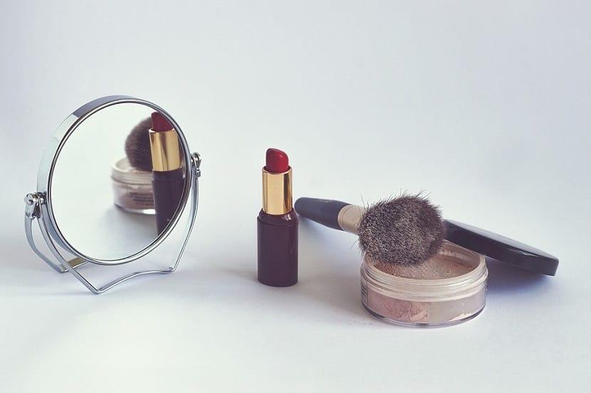 Polvo de maquillaje para labios