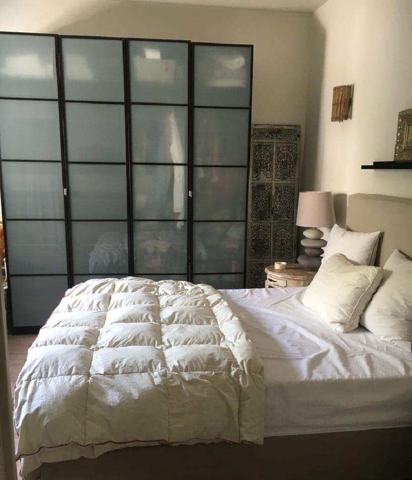 Consejos para decorar un dormitorio de matrimonio peque o for Armarios de matrimonio