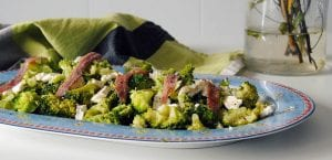 Ensalada de brócoli y queso de cabra
