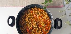Garbanzos con tomate y verdura