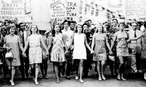 mujeres luchando