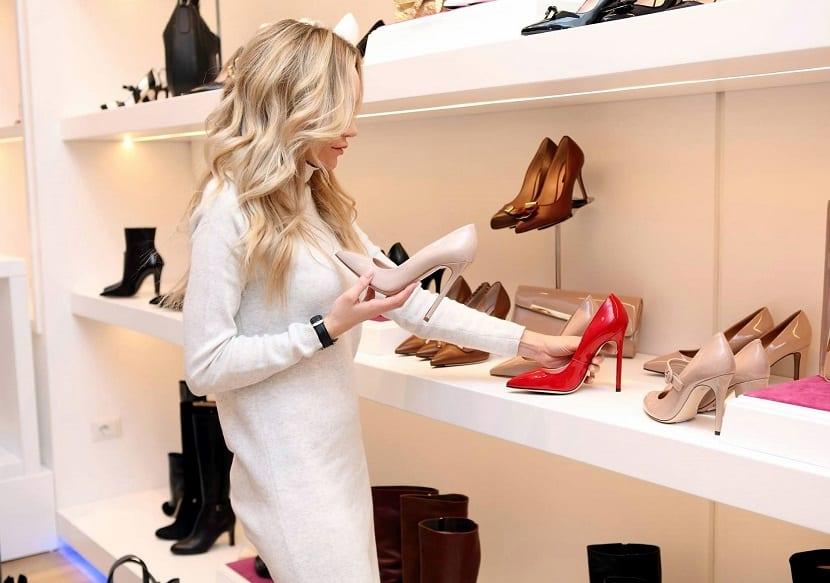 Zapatos para disimular tobillos anchos