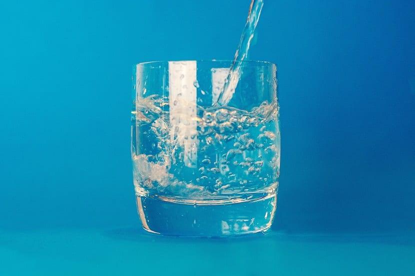 Beber agua para la digestión