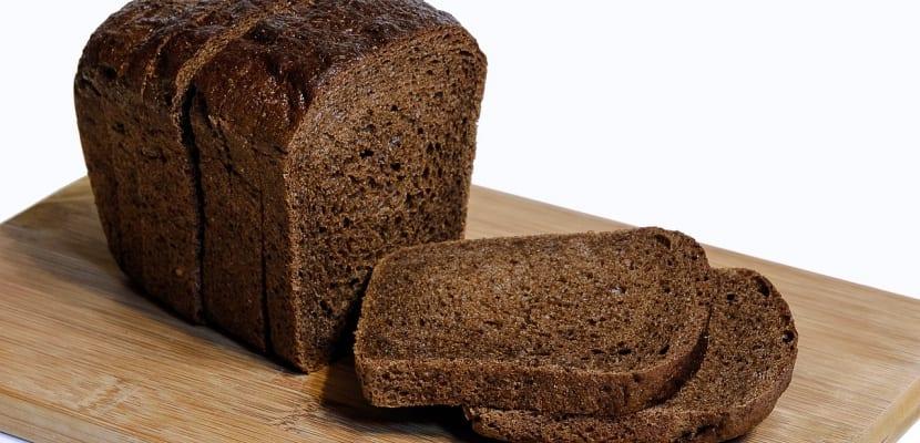 rebanadas de pan de centeno