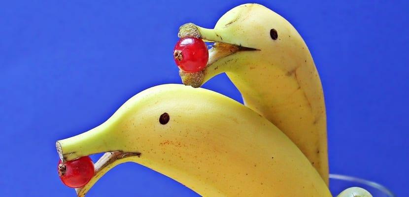 plátano con forma de delfín