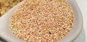 plato de quinoa cruda