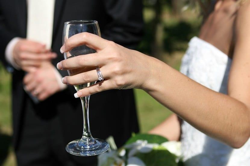 Tradición del brindis de boda