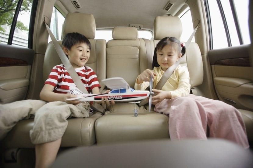 viajar en coche con juguetes