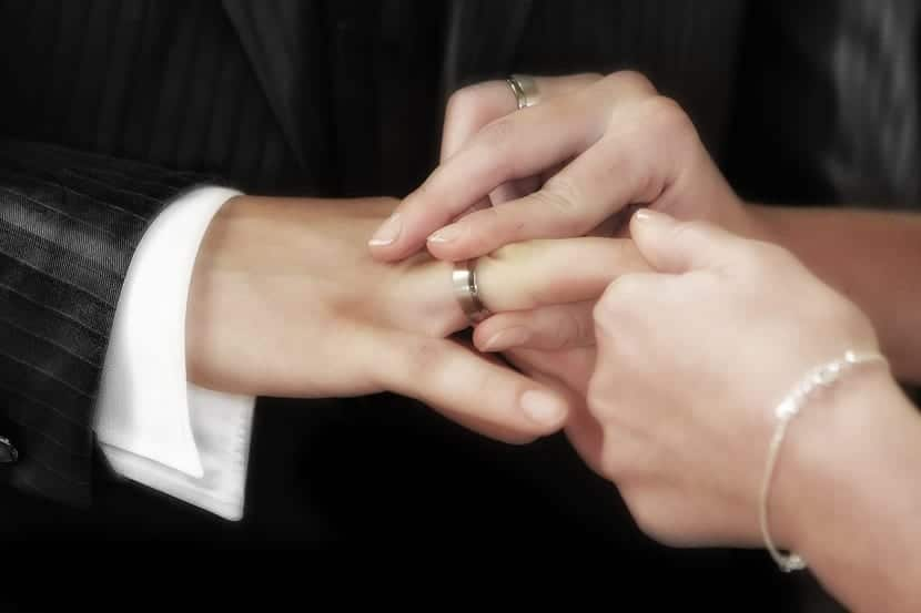 Colocación anillo de boda