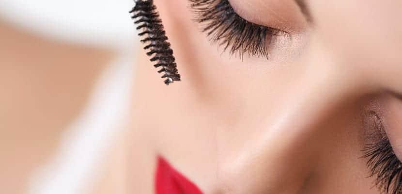 Maquillar las pestañas