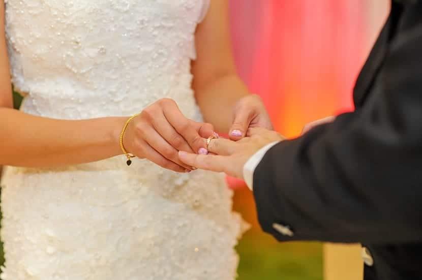 Dónde se coloca el anillo de boda