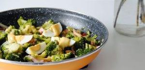 Ensalada de brócoli con bacon