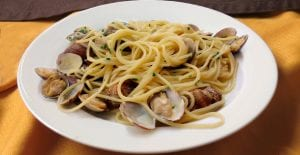 Espaguetis con almejas o alle vongole