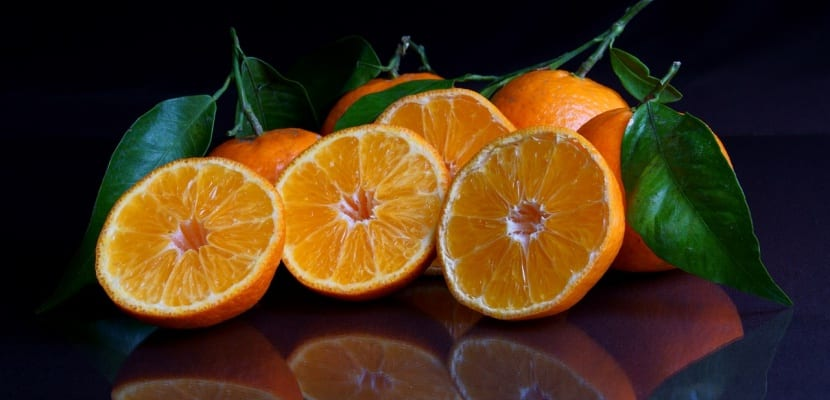 mandarinas cortadas por la mitad