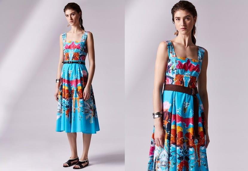 Vestido azul con estampado