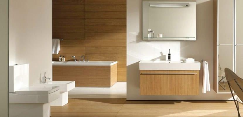 Baños modernos con madera
