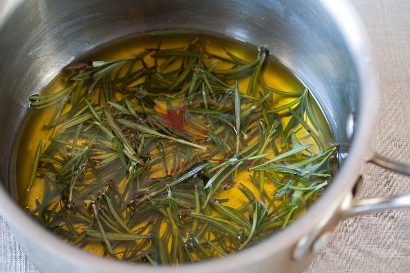 Cómo hacer aceite de romero