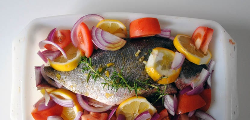 Dorada al horno con romero y limón