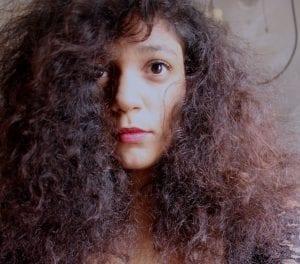 Por qué se encrespa el pelo