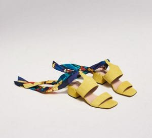 Sandalias de verano en amarillo