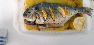 Dorada al horno en mojo de perejil y limón