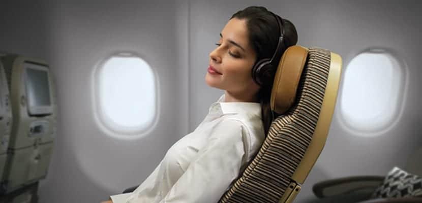 Descansar en el avión