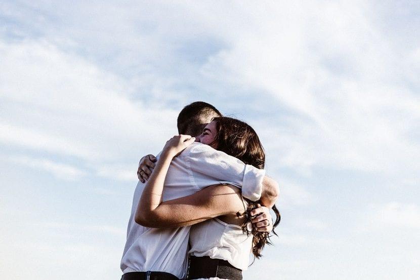 Abrazos apoyo emocional