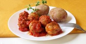 Albóndigas de avena en salsa de tomate