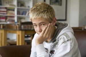 Adolescente con apatía