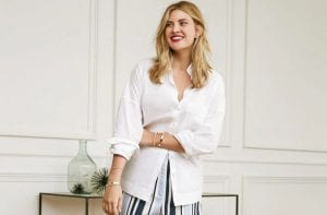 Blusa blanca y pantalón a rayas