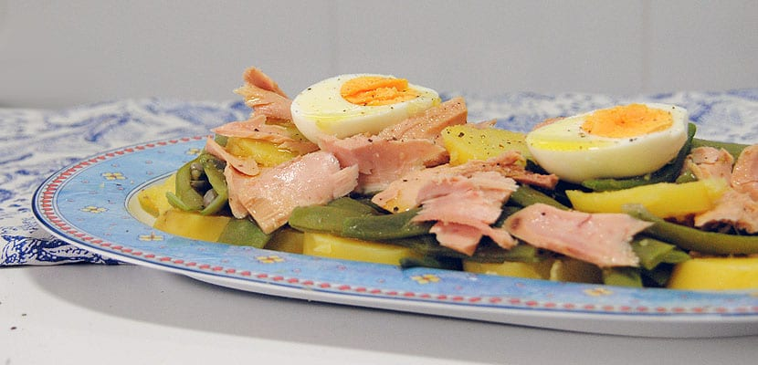 Ensalada de patatas, judías verdes y atún