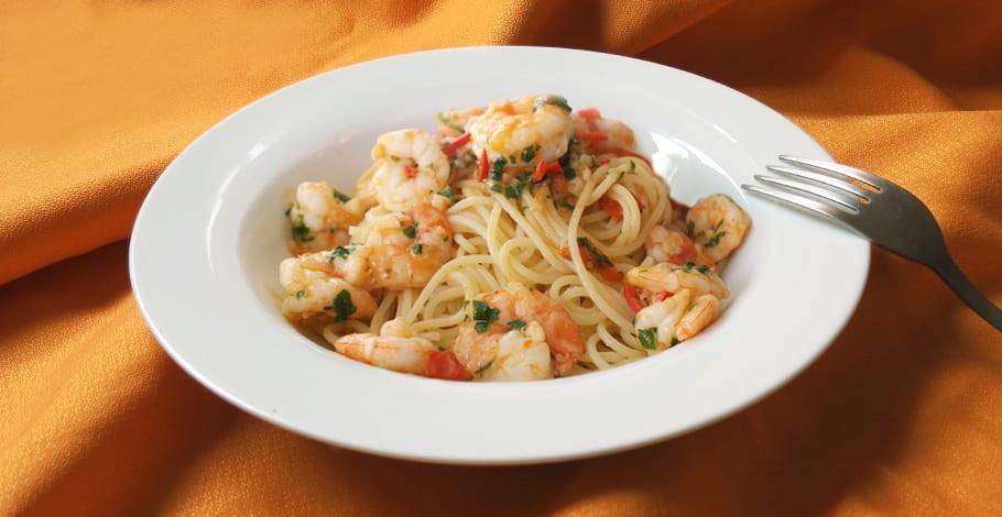 Espaguetis con gambas o langostinos al ajillo