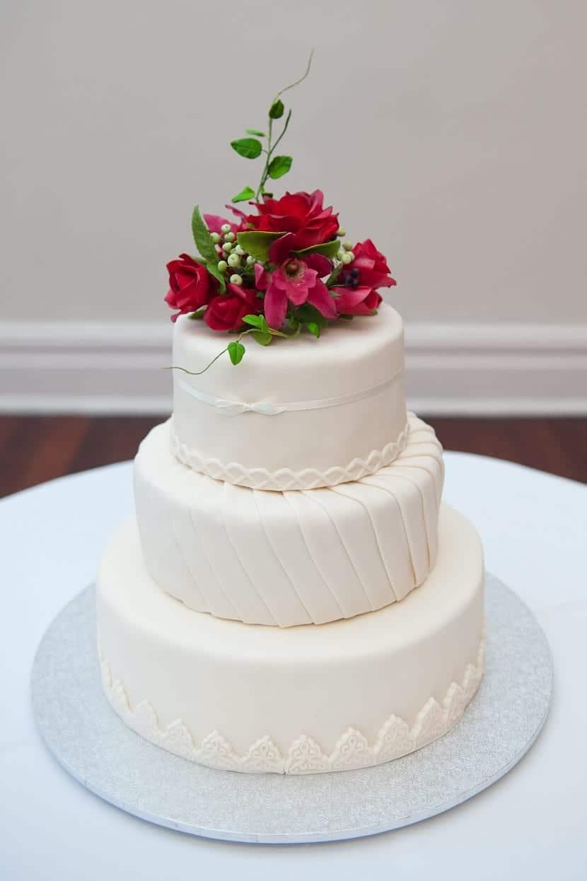 Pastel de boda en blanco