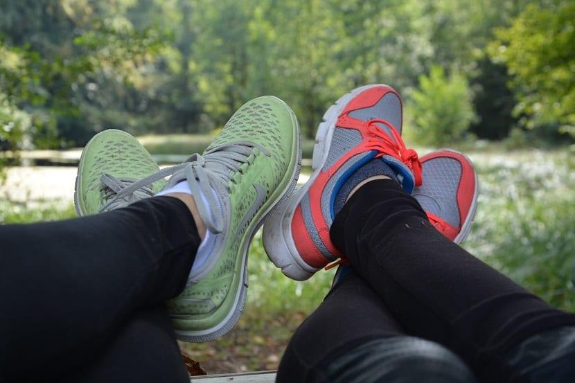 Combinar calzado deportivo
