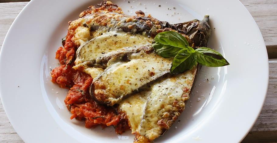 Berenjenas a la parmesana y cortadas en abanico for Cocinar berenjenas facil