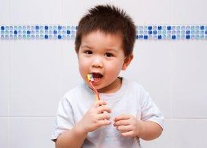 Cepillado de dientes divertido en niños