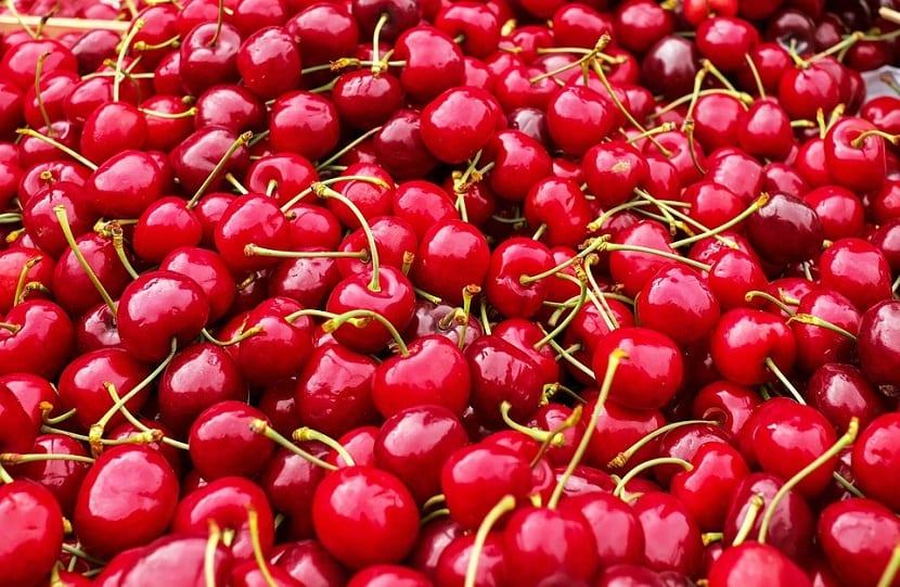 Frutos rojos cerezas