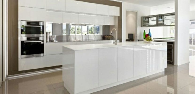 Cocinas Modernas Blancas Para El Hogar - Cocinas-blancas-con-isla