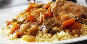 Cous cous o cuscús de pollo y verduras al estilo marroquí