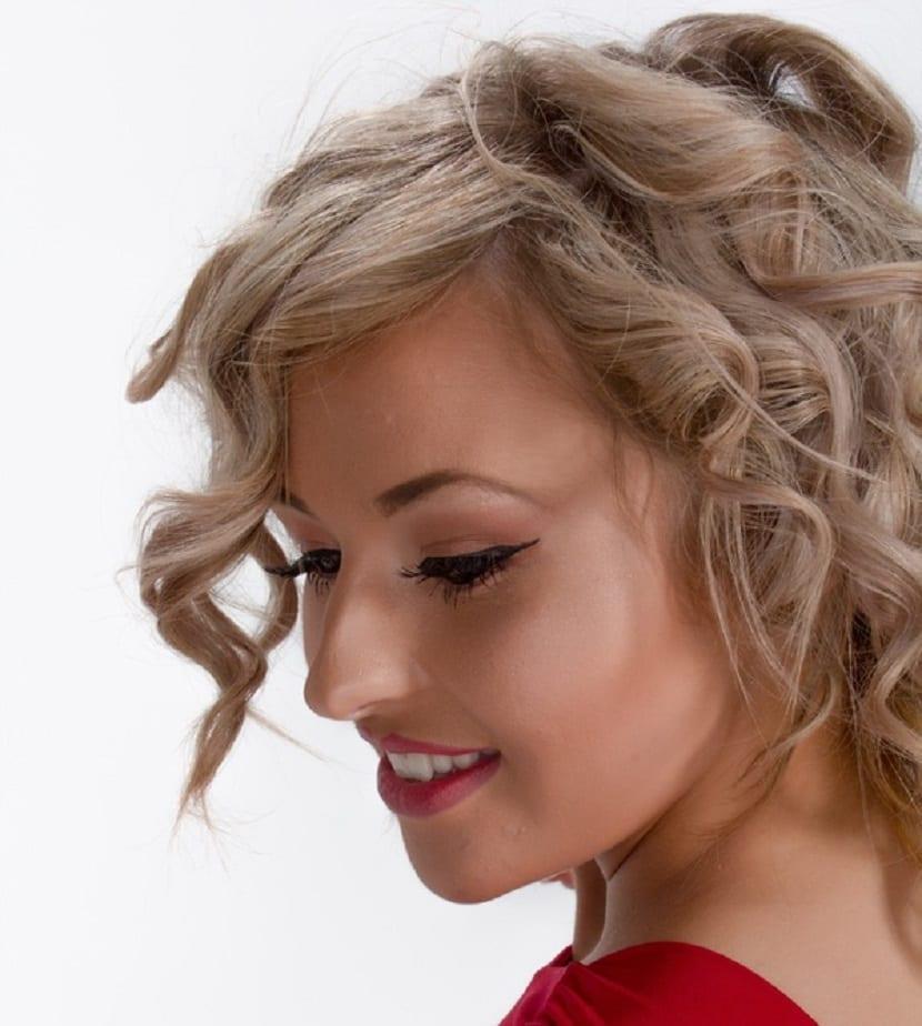 Peinado despeinado suelto