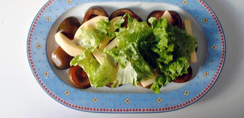 Ensalada de manzana, queso de cabra y frutos secos