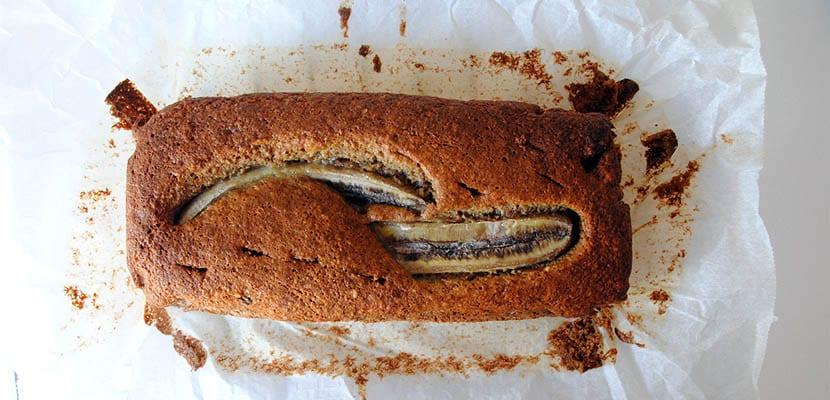 Pan de plátano con avellanas y chocolate